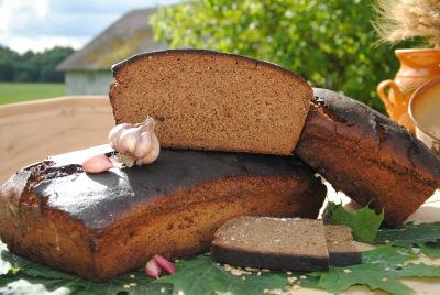 Rudzu maize ar ķiplokiem